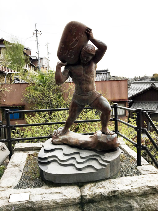 御袖天満宮の力石(尾道市)