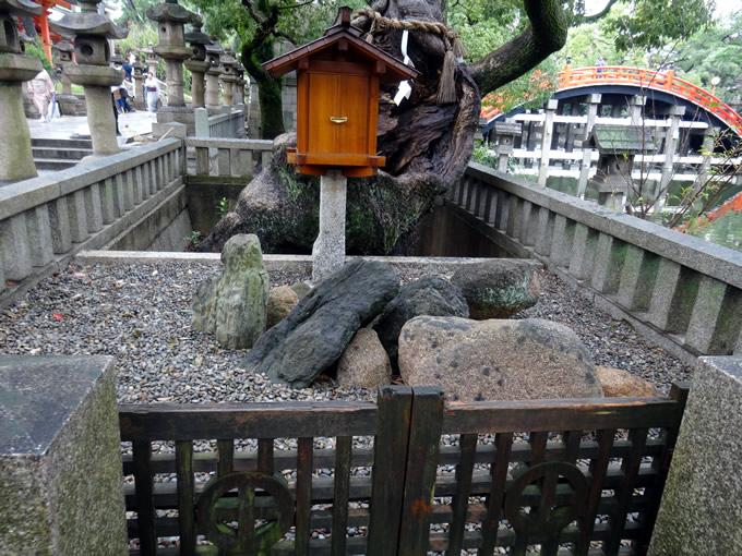 住吉大社・誕生石(大阪市住吉区)