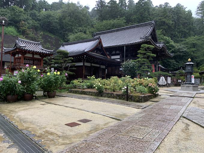 岡寺・開山堂と本堂(奈良県明日香村)