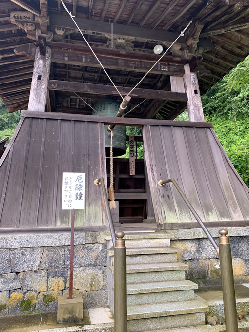 岡寺・鐘楼堂の厄除鐘(奈良県明日香村)