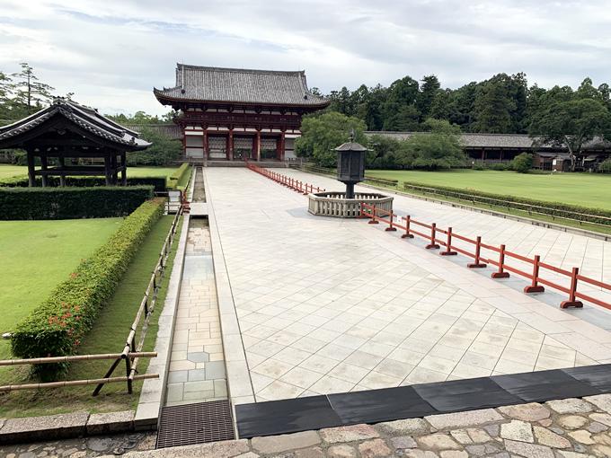 大仏殿から中門を見る