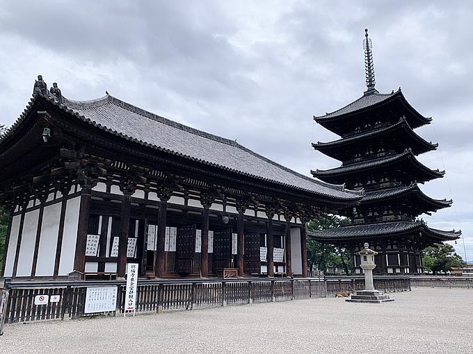 興福寺・東金堂と五重塔(奈良市)