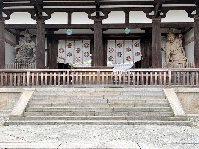 法隆寺・中門の仁王像(金剛力士像)